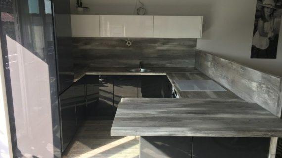 kedvencbutor.hu-Nina elemes magasfényű szürke és fehér konyhabútor