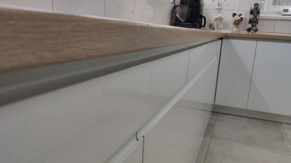 kedvencbutor.hu-Nina elemes magasfényű fehér konyhabútor
