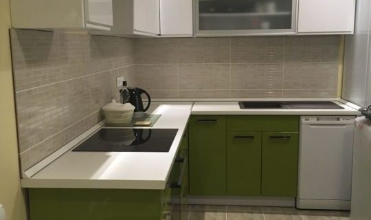 kedvencbutor.hu-Negro magasfényű zöld és fehér konyhabútor